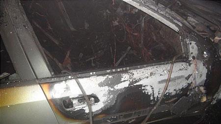 یک خودرو سواری در شهر کاشان آتش گرفت