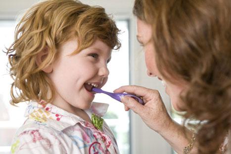 نگهداری از دندان و لثه کودک