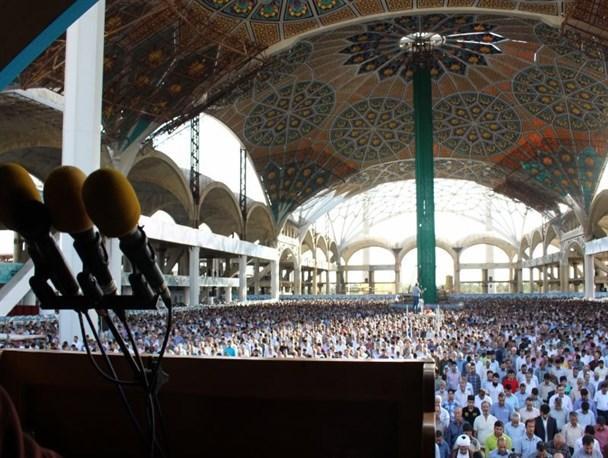 برگزاری مراسم نماز جمعه در مصلای اصفهان
