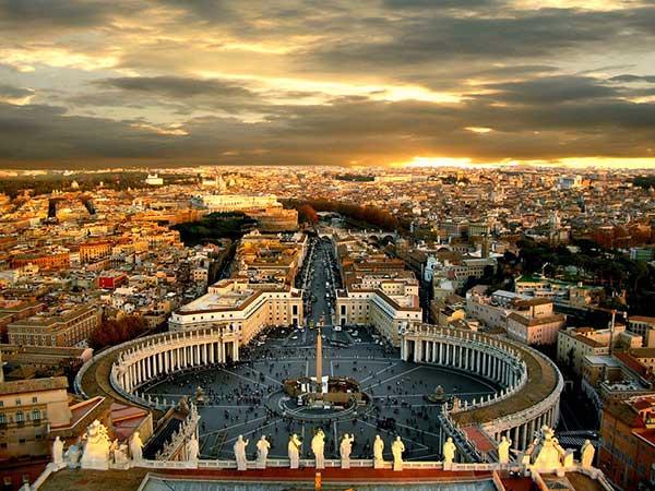 لیست 10 میدان برتر دنیا - میدان سنت پیتر واتیکان
